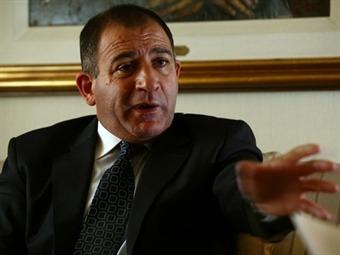 """""""Le dicen Bencina porque de lejos parece solvente"""""""