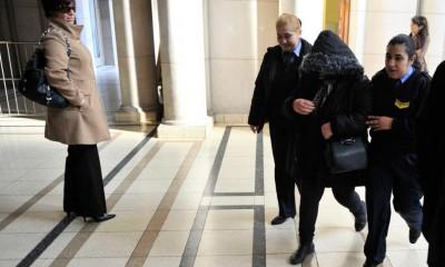 Blanca ingresa a Tribunales.