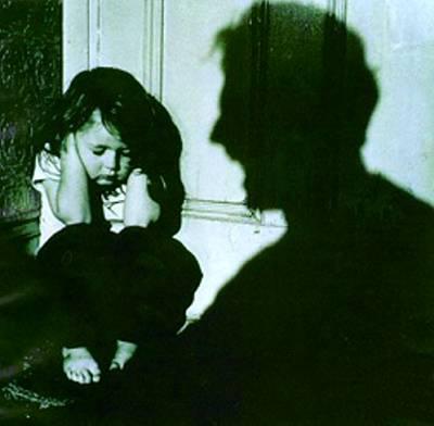 Maltrato infantil: la Ley Cenicienta pide cárcel para padres violentos