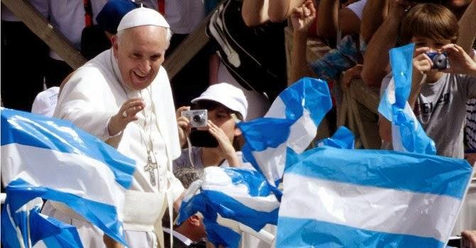 Marketing y política se dan la mano: hay que editar al Papa