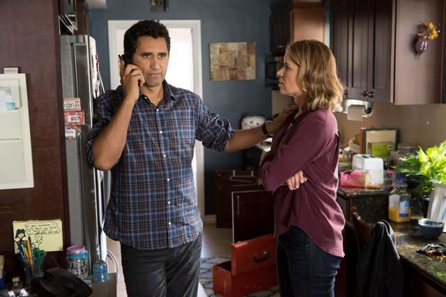 Cliff Curtis esTravis  y Kim Dickens es Madison - Fear the Walking Dead.