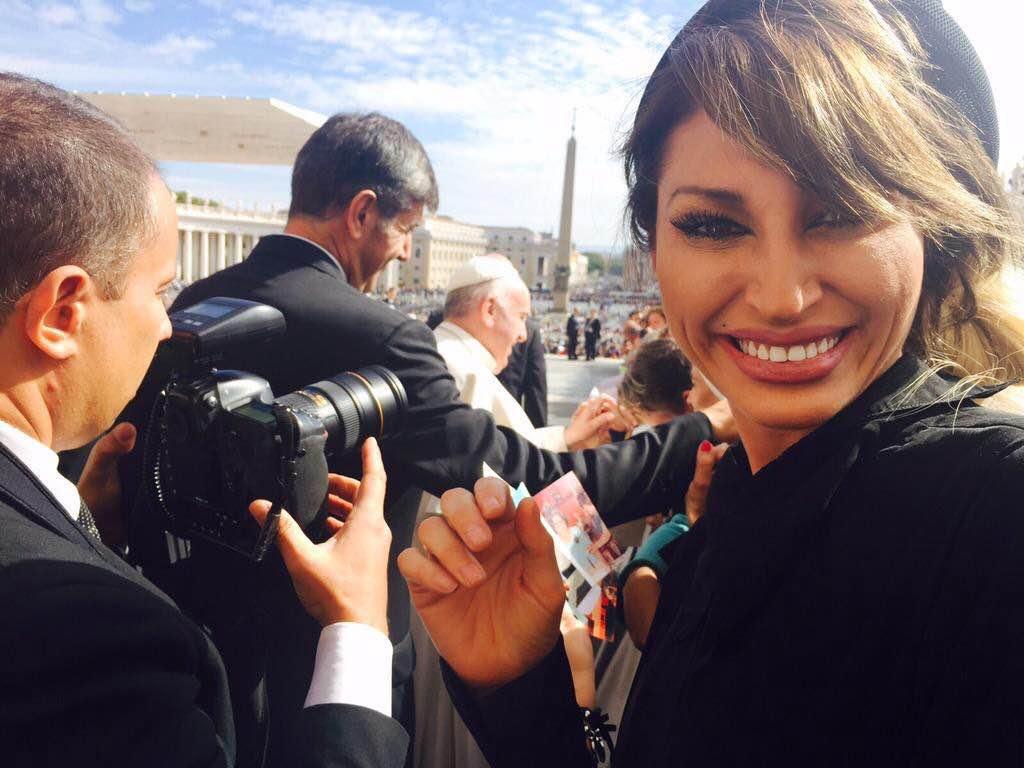 No para: Vicky Xipolitakis voló al Vaticano con un funcionario provincial