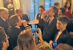 Boudou festeja con vodka en la embajada rusa.
