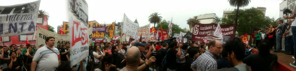 cresta roja plaza de mayo