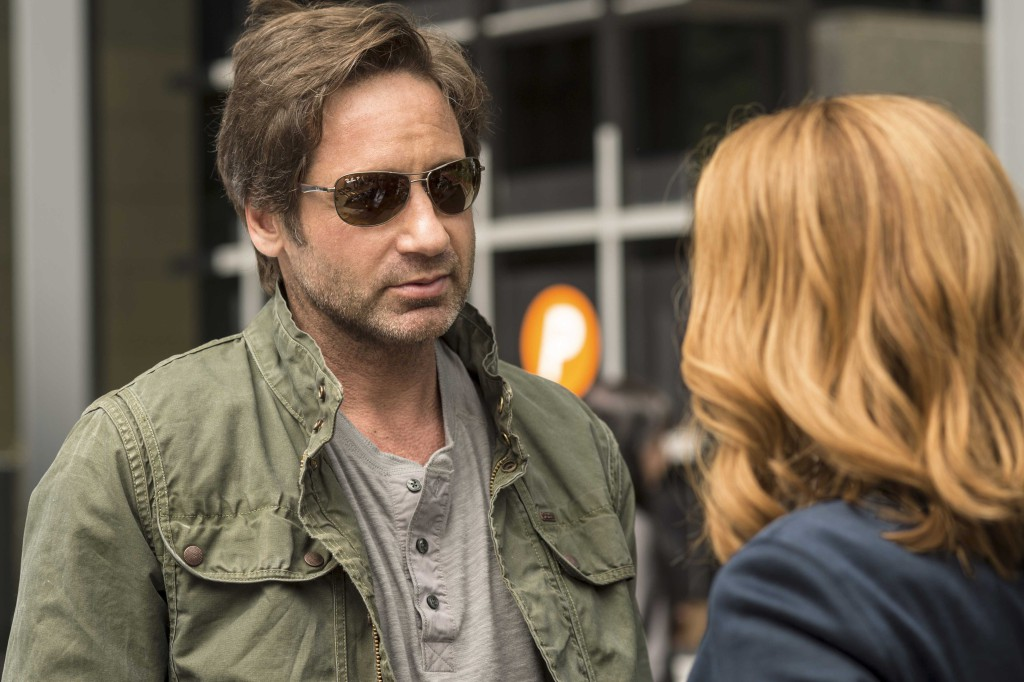 David Duchovny es Fox Mulder y Gillian Anderson es Dana Scully en The X ...