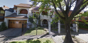 Su mansión en Acassusso.