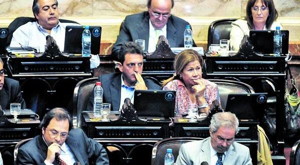 Máxima tensión y amenaza de ruptura en el massismo por la ley antidespidos