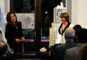 Gils Carbó con Cristina, al jurar como Procuradora en 2012.
