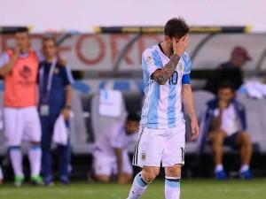 Messi tras errar el primer penal.