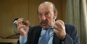Julio Bárbaro, engripado e indignado.