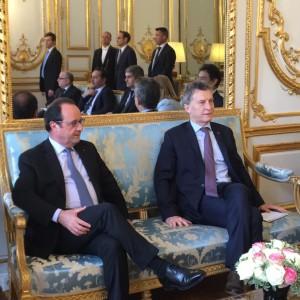 Con Hollande, el sábado, en París.