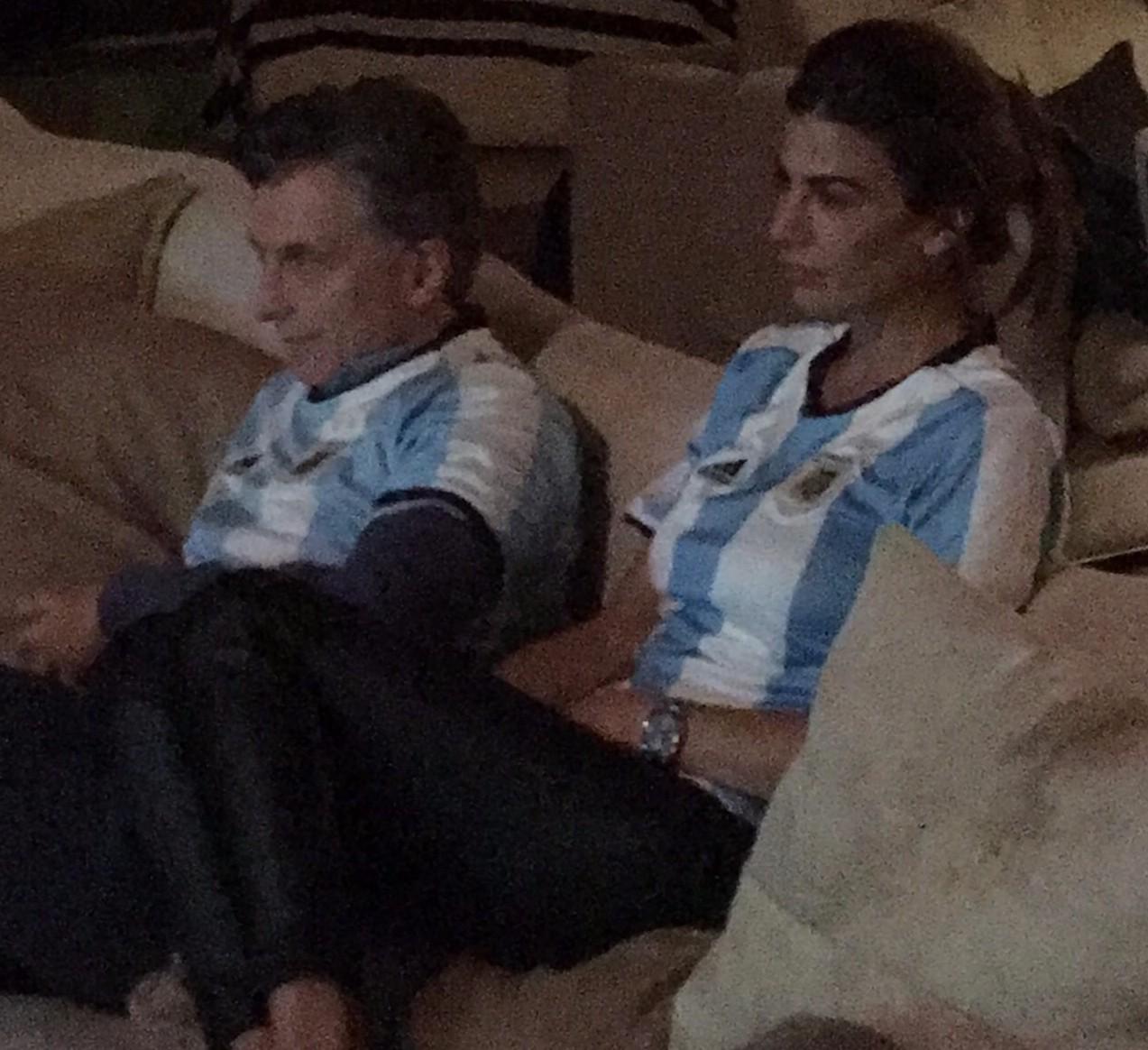 Haz lo que yo digo: Hace dos semanas, Macri se mostró en casa, «en remera y en patas» con 11 grados de temperatura