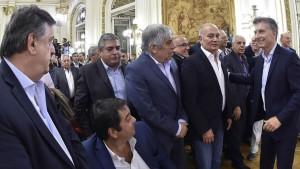 Macri junto a sindicalistas en la Casa Rosada.