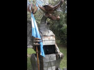 Dragón de patio con caja fuerte.