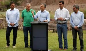 Macri, en Jujuy, al poco tiempo,de arrancar el mandato. Con Massa, Morales, Urtubey y Cano.