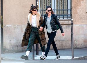 Kristen Stewart, libre y de la mano con una chica.
