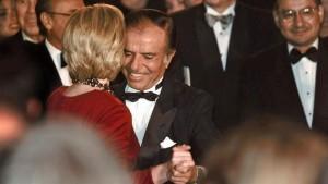 Menem y Hillary bailando tango en 1999.