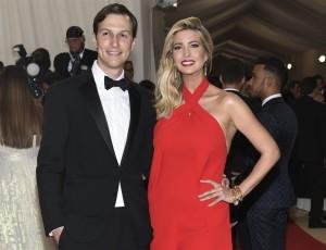 Kushner, yerno editor de Trump, y su esposa Ivanka.