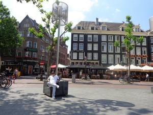 Cascales junior, en la plaza Rembrandt, de Amsterdam.