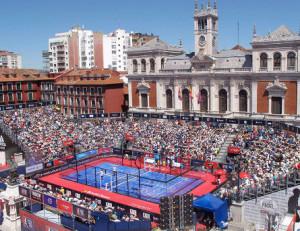 Multitud por el padel en Valladolid, España.