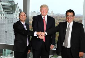 Yellati, a la izquierda, junto a Trump y su socio Felipe Yaryura.