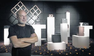 """Eno y la instalación de """"The Ship"""" en Barcelona. Su obsesión con el Titanic, la inspiración."""
