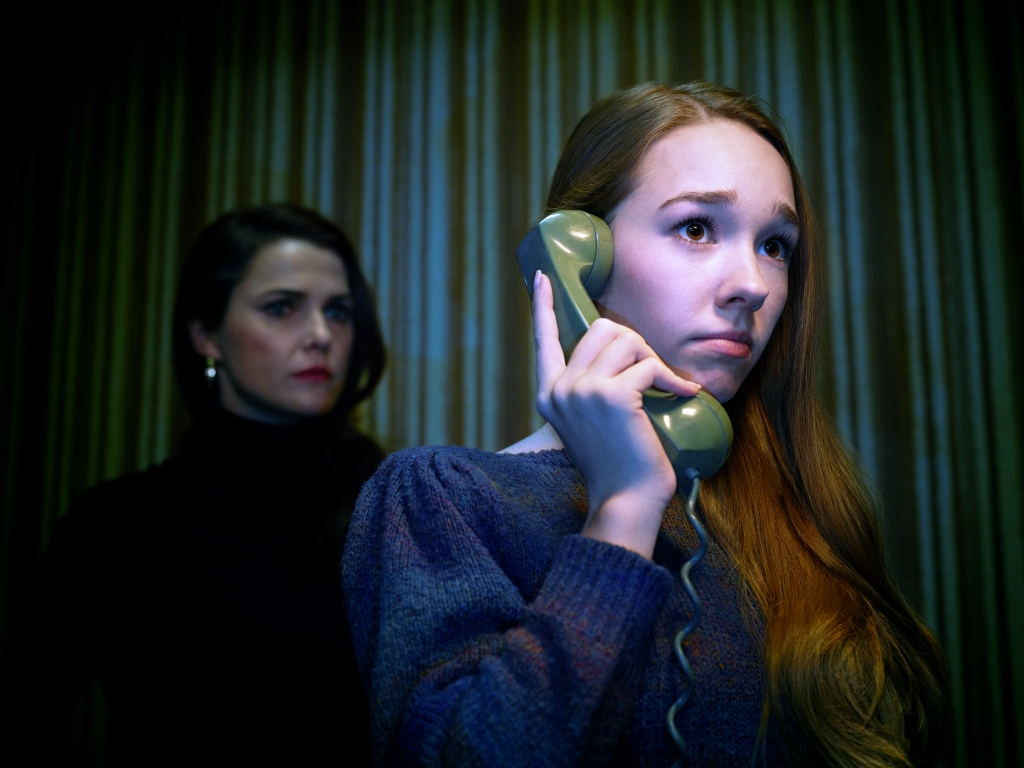 THE AMERICANS -- Pictured: (l-r) Keri Russell as Elizabeth Jennings, Holly Taylor as Paige Jennings. CR: Matthias Clamer/FX