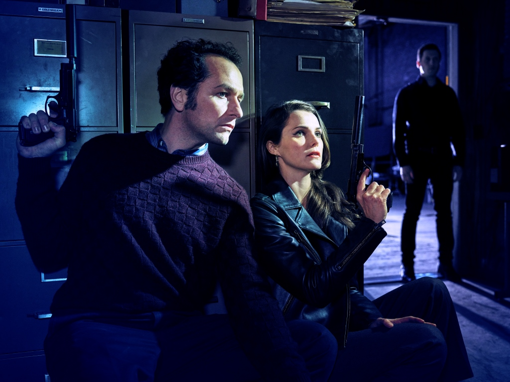 THE AMERICANS -- Pictured: (l-r) Matthew Rhys as Philip Jennings, Keri Russell as Elizabeth Jennings. CR: Matthias Clamer/FX