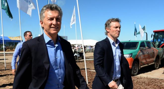 Los aviones complican al Gobierno: ahora De Andreis sumó una denuncia internacional