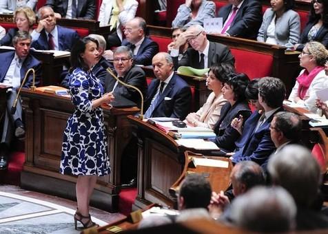 WTF??? Insólito debate en Francia por un vestido que usó una ministra