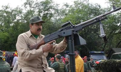 El presidente Maduro promueve defender su gobierno con armas.
