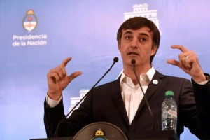 Esteban Bullrich, el ministro al que apuntan los gremios. Ahora suena como candidato en la Provincia.