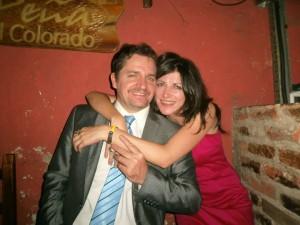 Vallejos y su pareja periodista.