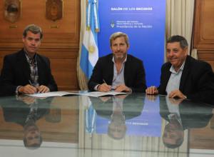 El intendente Piaggio, con Friegerio y el senador oficialista De Ángeli.