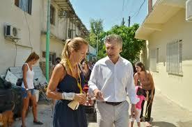 Klemensiewicz junto al Presidente. Maneja la caja de las obras clave de la campaña.