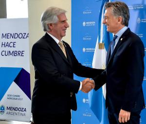 Macri cedió a la postura dialoguista del uruguayo Tabaré Vázquez.