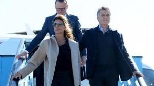 Macri viaja a Alemania en vuelo de línea.