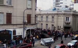 Más de 7 mil venezolanos votaron en el Abasto, con colas de 6 horas.