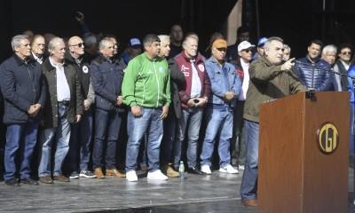 Télam 22/08/2017    Buenos Aires: El secretario general de la CGT Juan Carlos Schmid anunció hoy la convocatoria al Comité Central Confederal de la central obrera para el próximo lunes 25 de setiembre, con el objetivo de analizar medidas de fuerza, al hablar en la multitudinaria concentración que se realizó en la Plaza de Mayo. foto gens/AA