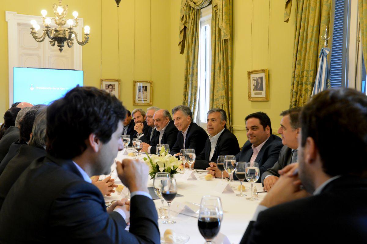 Reunión frugal postelectoral en la Rosada.