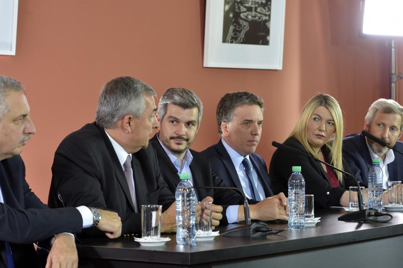 Ministros y gobernadores en conferencia. El peronismo dio un sí y ahora elabora las condiciones.