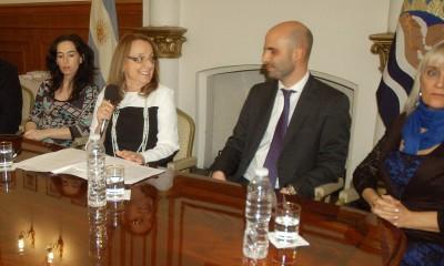 Fernando Basanta con la gobernador Alicia Kirchner y la esposa de Máximo, Rocío García.