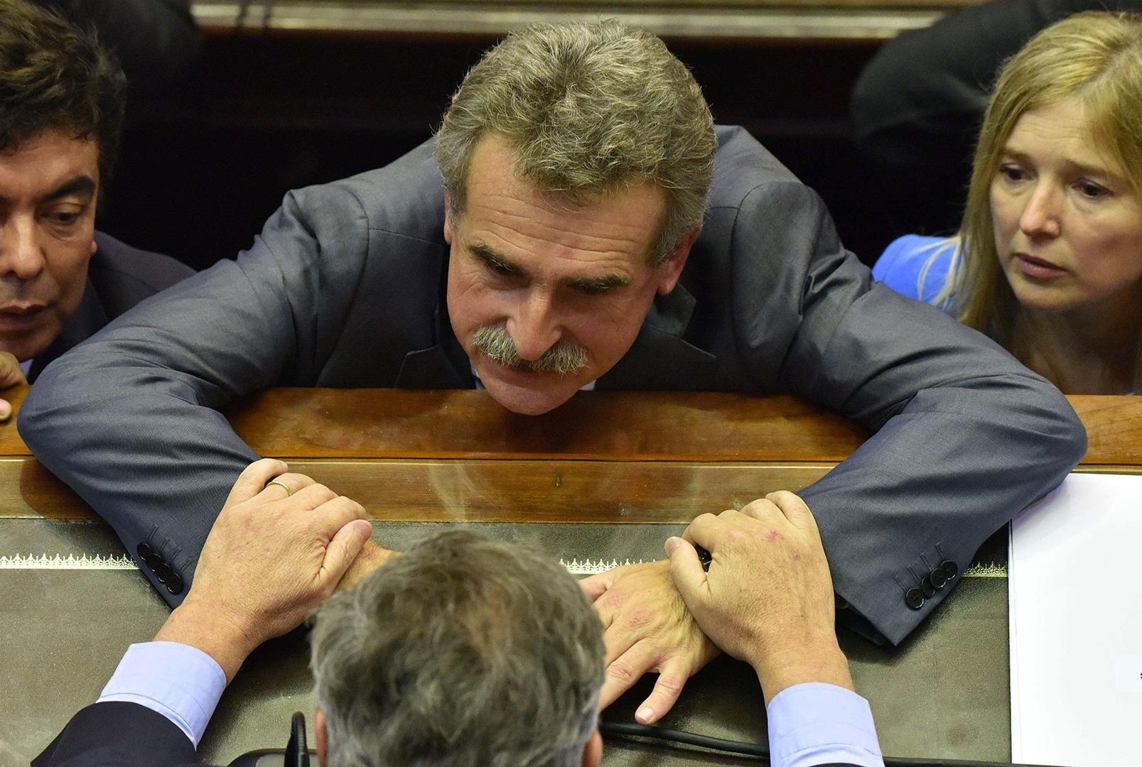 La oposición dilató 5 horas el debate previsional: 36 cuestiones de privilegio y 8 mociones de suspensión