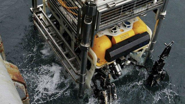 """El vehículo operado remotamente, el ruso """"Panther Plus"""", que permite tener imágenes subacuáticas."""