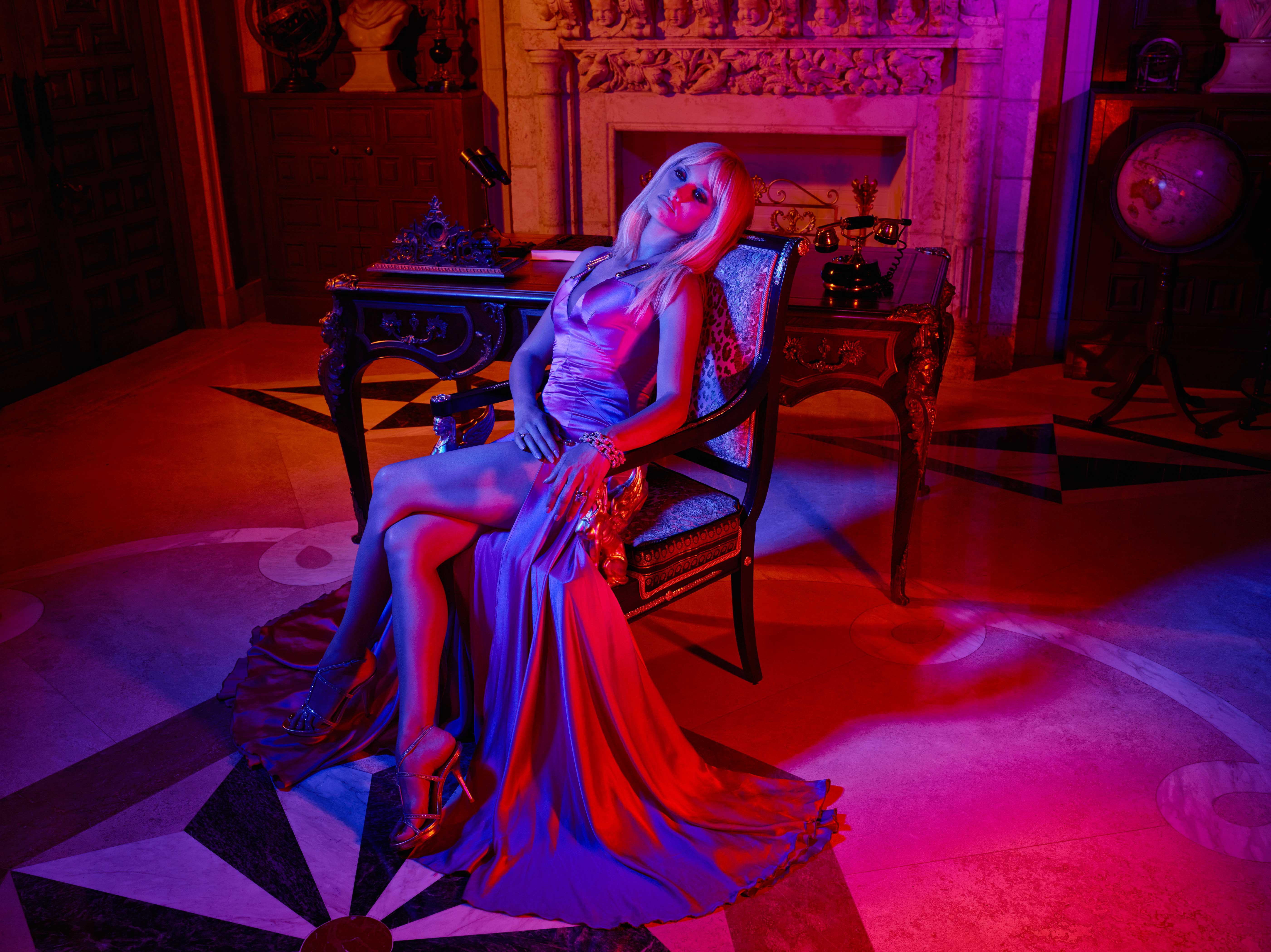 Penélope-Cruz-es-Donatella-Versace-en-EL-ASESINATO-DE-GIANNI-VERSACE-AMERICAN-CRIME-STORY---FX-(5)