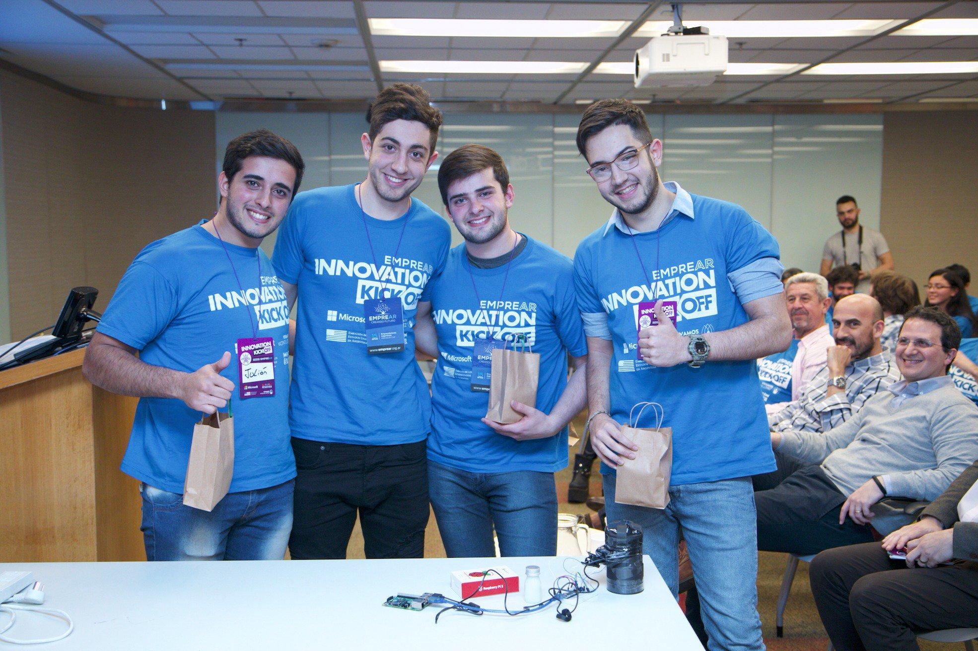 El equipo de jóvenes científicos premiado en EMPREAR por el SmartCatch.