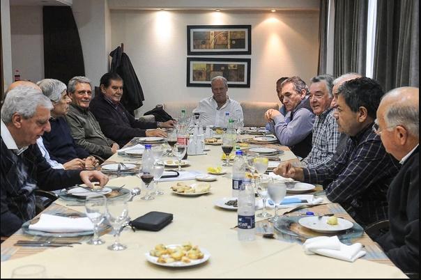 Asado de Barrionuevo en Mar del Plata. Documento crítico, paritarias y rosca. Triaca, en la mira sindical.