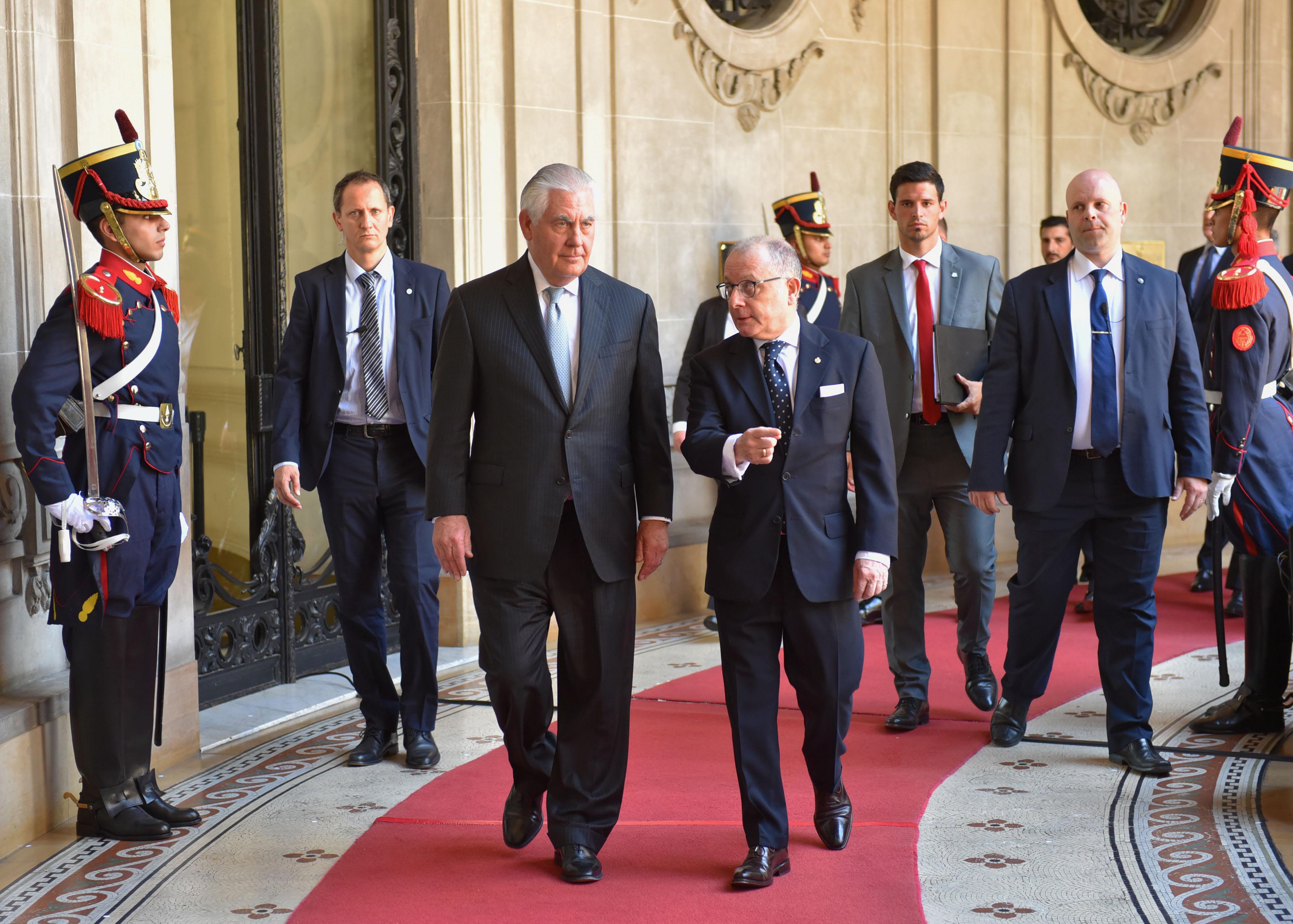 Tillerson y el canciller Faurie. Recorrida con ministros.