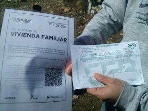 Los certificados permiten solicitar servicios públicos individuales. Polémica por las tierras.