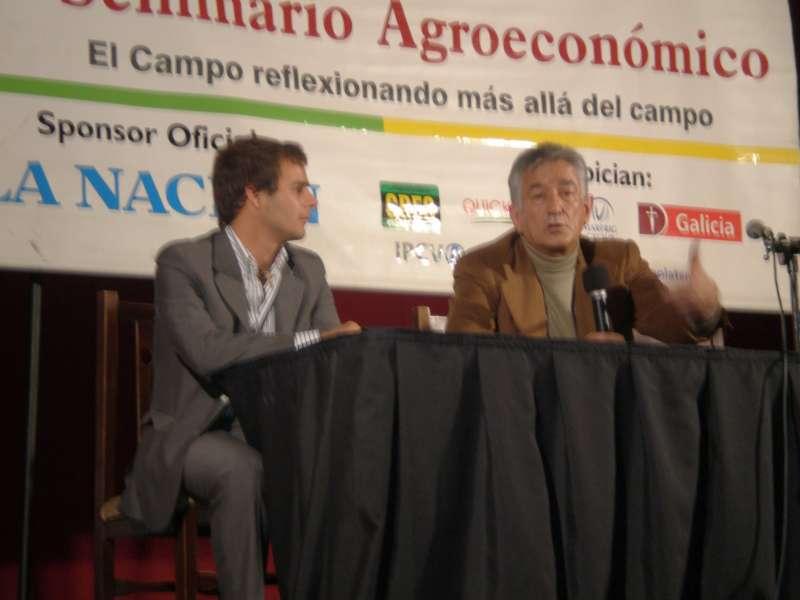 Juan Pepa y Alberto Rodríguez Saá, en un seminario de su fundación, fundada con Nix.